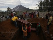 Funeral Sinabung Victim#1 publish